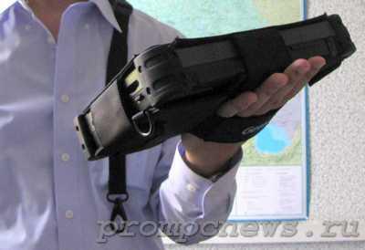 Защищенный планшет Getav E110 в одной руке