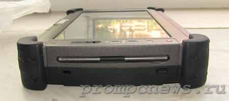 Защищенный планшет Getac E110 справа